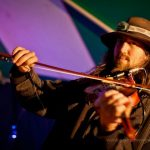 Wal fiddle player